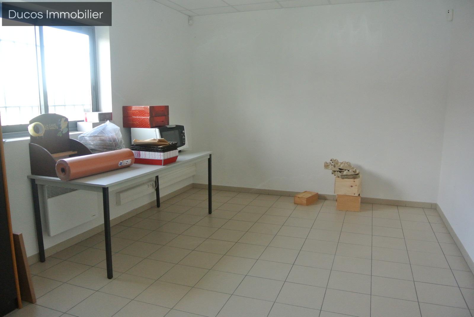 location bureau commerce marmande 5 pi ces 400m 3 360 mois sur le partenaire. Black Bedroom Furniture Sets. Home Design Ideas